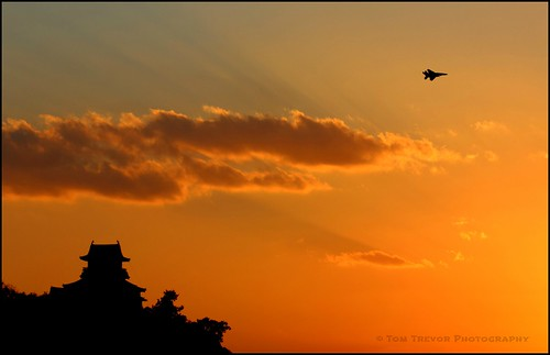 sunset orange castle silhouette japan clouds airplane geotagged aircraft 日本 inuyama aichiprefecture 愛知県 aichiken 犬山城 inuyamacastle canonef100mmf28macrousm 犬山市 inuyamajō inuyamashi