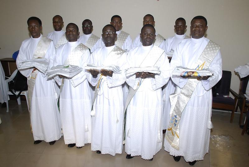 I dieci religiosi camilliani in attesa della messa  dell'ordinazione sacerdotale del 06 Agosto 2016