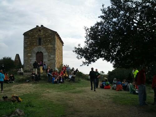 Meitat de la caminada: ermita de Sant Onofre #cebadalona   by Tartanna