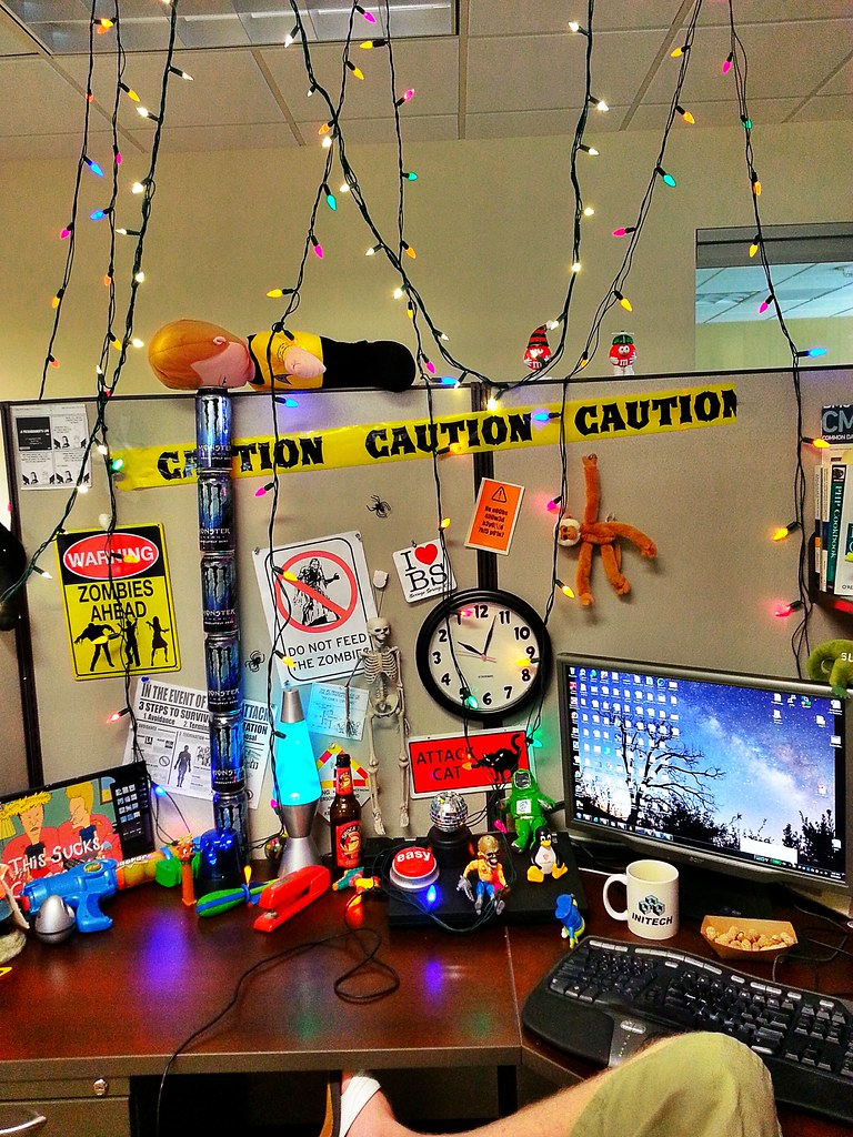 Put Up Christmas Lights In The Cubicle Cubicle Geek Wo