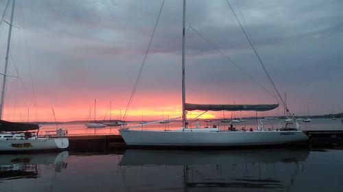 muskegonlake lakemichigan portwashington mi wi michigan wisconsin muskegon sailboat race clippercup clipper sunrise