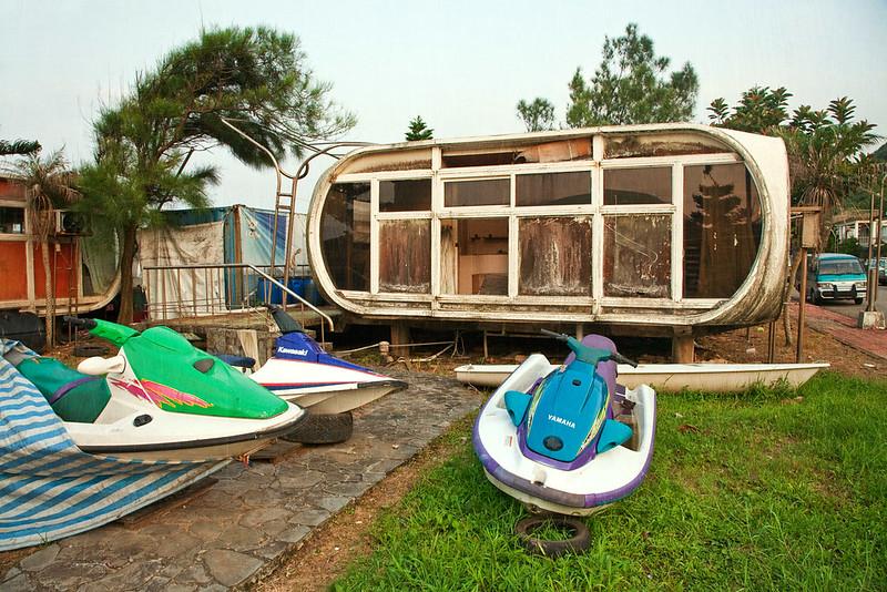Wanli. Abandoned UFO resort
