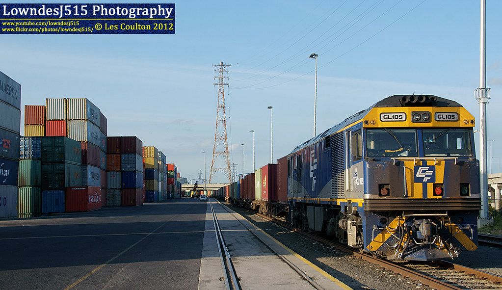GL105 at Victoria Dock by LowndesJ515