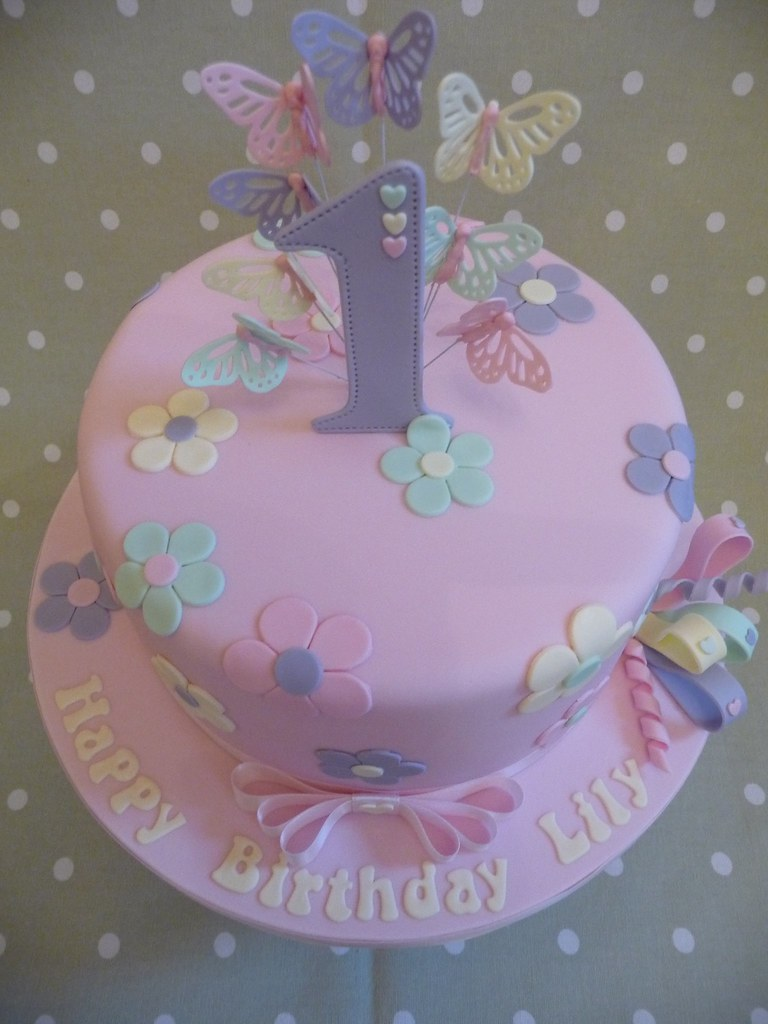 Brilliant 1St Birthday Cake A Girly 1St Birthday Cake Made For Lily Flickr Funny Birthday Cards Online Eattedamsfinfo