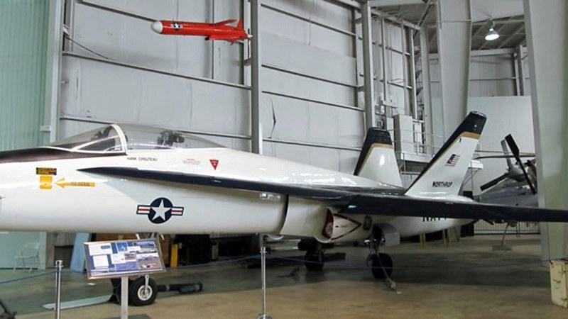 ノースロップYF-17Cobra2