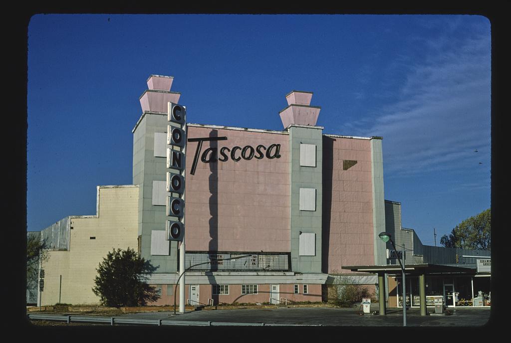 Tascosa Drive-In Theater, straight-on view, NE 24th & Dumas Drive, Amarillo, Texas (LOC)