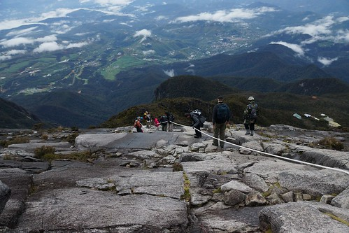 mountain trekking climbing borneo kinabalu