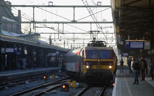 Nmbs lok 11.8-1182 @ Roosendaal