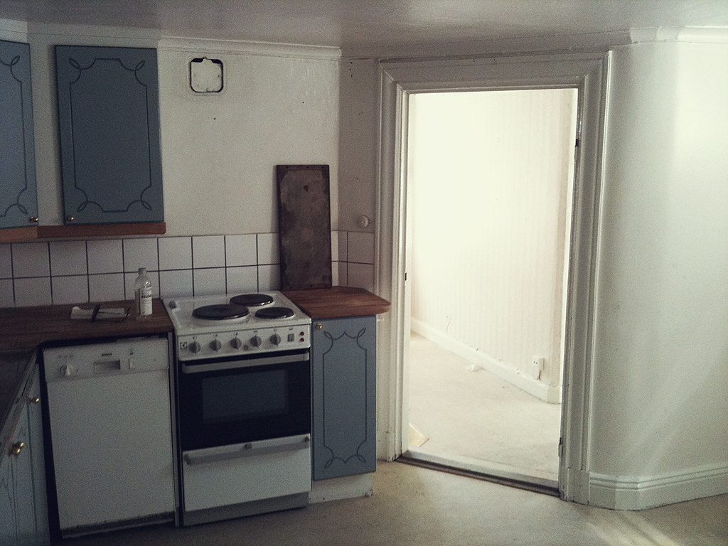the kitchen before renovation ...