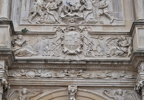 Úbeda (Jaén). Colegiata de Santa María. Portada. Escudo del obispo de Jaén Sancho Dávila