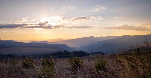 afriquedusud montagne contrejour coucherdesoleil ciel mpumalanga panorama brume nuages lumière backlight clouds light mist mountain sky southafrica sunset sabie za