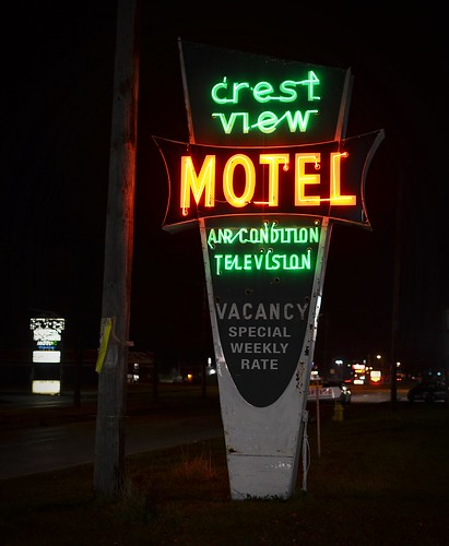 old winter light red orange color green sign night 35mm photography hotel evening washington illinois nikon neon december antique motel retro crestview 2012 d5100