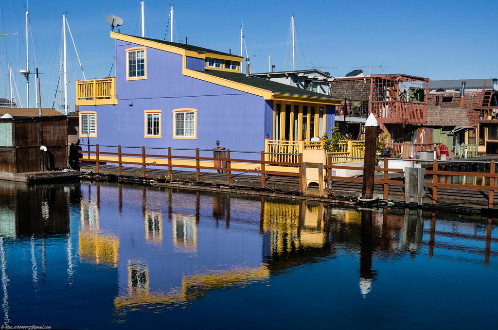 Houseboat Alameda Estuary | Houseboat in Alameda using a com… | Flickr