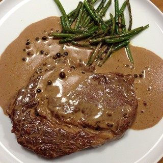 Rib-Eye-Steak Mit Pfeffer-Cognac-Sahne-Sauce Und Grünen Bohnen @ Le Gourmand, Private Home Fine Dining | by GAP089
