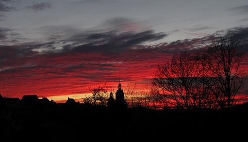 sunset red sky rot tower church silhouette clouds town thüringen poem awesome kirche himmel wolken stadt dezember turm silvester gedicht neujahr fascinating afterglow nachglühen jahreswechsel bonhoeffer schleusingen vongutenmächten