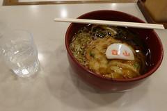軽食店は各駅にある。写真は室堂の駅そば(2016年8月時点で850円)