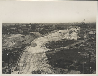 Constructing the northern approach to the Sydney Harbour Bridge, 1927