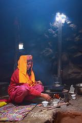 Mama making tae at  Baba Ghundi
