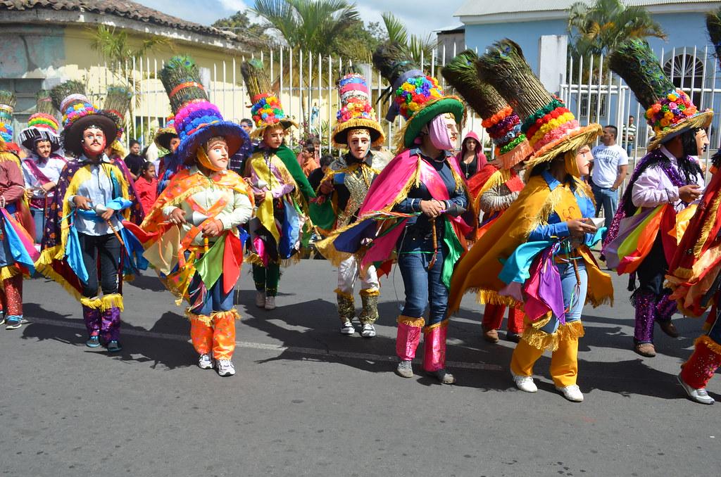 El Toro Huaco | Bailantes divididos en dos grupos. | Gema ...