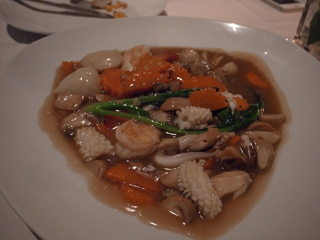 <p>e)魚介のヌードルスープ<br /> 美味!!</p>