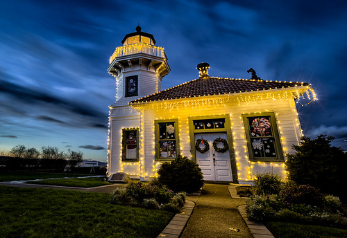 seattle christmas xmas longexposure winter sunset lighthouse architecture night canon photography washington northwest cloudy wideangle christmaslights pacificnorthwest 2012 mukilteo mukilteolighthouse christmas2012