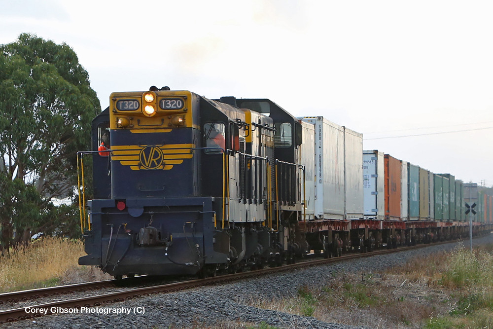 T320 & T378 Warrnambool Freight by Corey Gibson