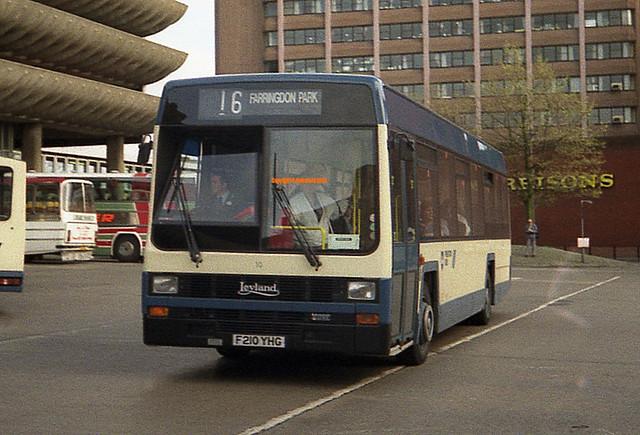 Preston Bus 10 (F210YHG)