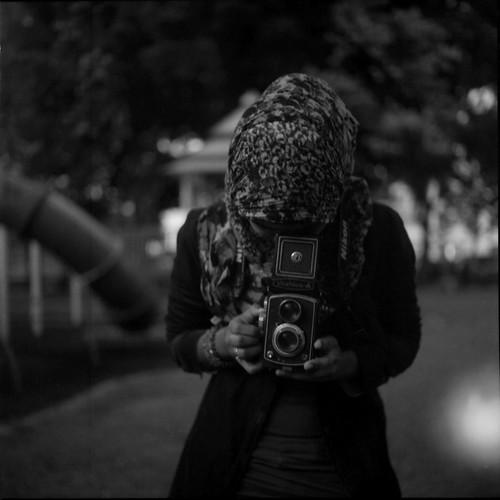 friends people blackandwhite tlr film mediumformat lightleak malaysia analogue expired yashica kotabharu 2012 220 kelantan 80mm mat124g fujicolor bwconversion yashinon 8800f negativescanned pro160ns ƒ35 tamanperbandarantengkuanis