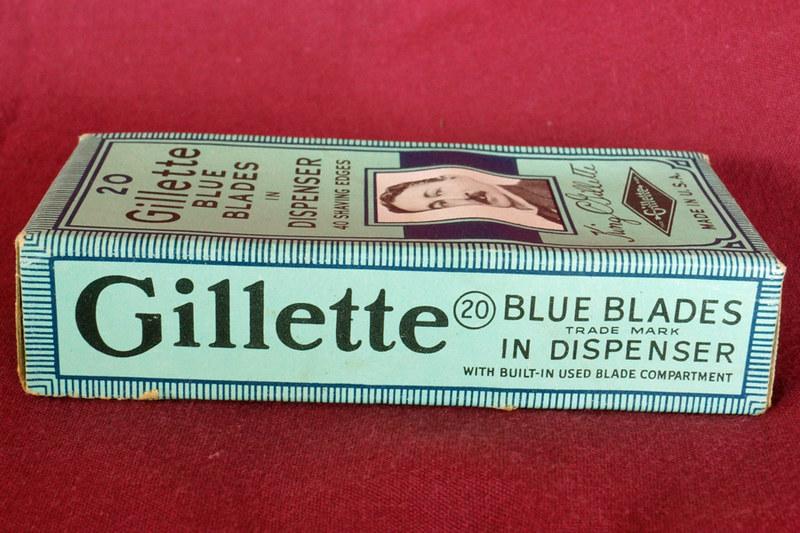 DSC01892 Unopend Box of 20 Vintage Gillette Blue Blades in Dispenser