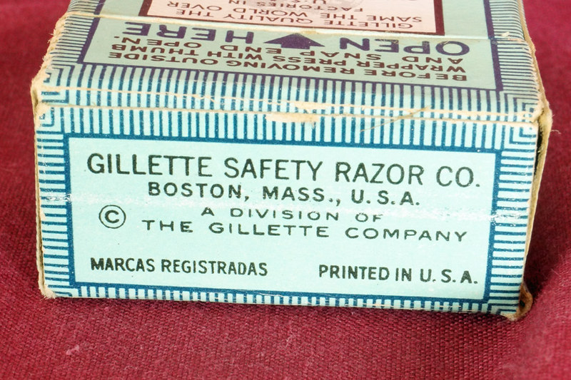 DSC01891 Unopend Box of 20 Vintage Gillette Blue Blades in Dispenser