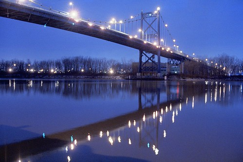 bridge reflection river tungstenfilm kodakvision3500t5219motionpicturefilm rolleicomparddigibasec41 nikonfftnmeter