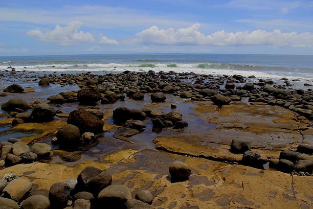 Bebatuan Pantai Yeh Leh, Pengeragoan, Jembrana, Bali
