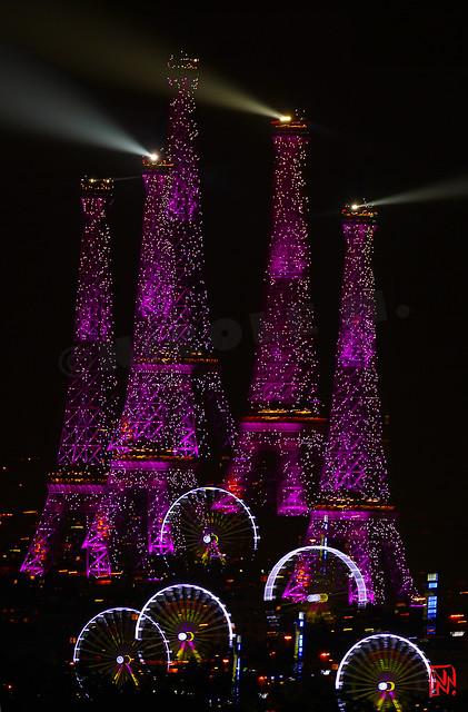 Petit montage de lumières sur fond rose