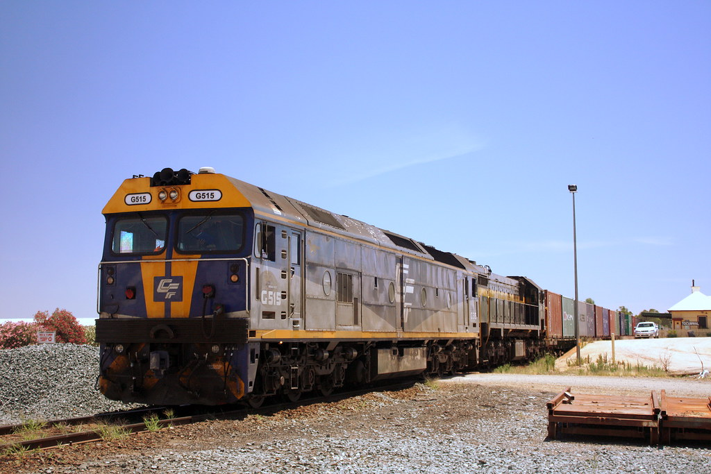QUBE freight in Tocumwal by LC501