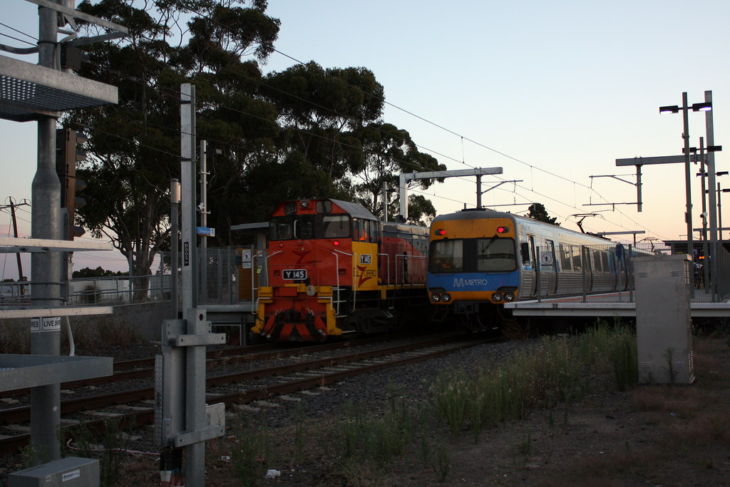 Passing through Craigieburn by LC501