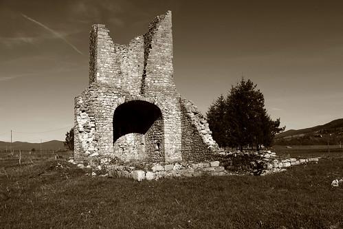 church bosnia ruin medieval kolunić