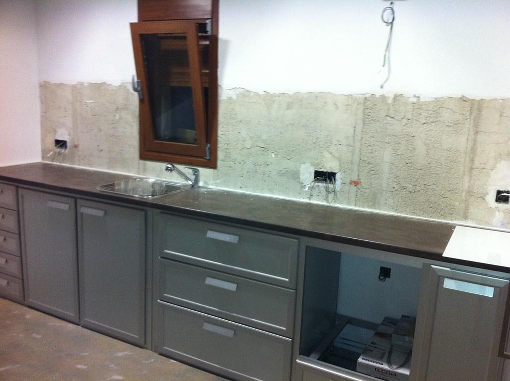 Muebles de cocina de aluminio y frontal de cristal. ANTES ...
