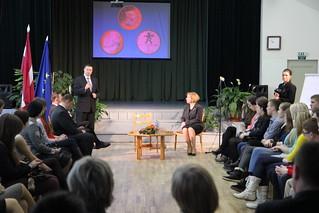V.Dombrovskis apmeklē Limbažu novada ģimnāziju | by Valdības māja