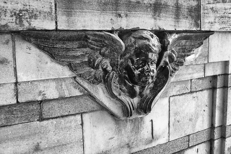 Victoria Memorial: V