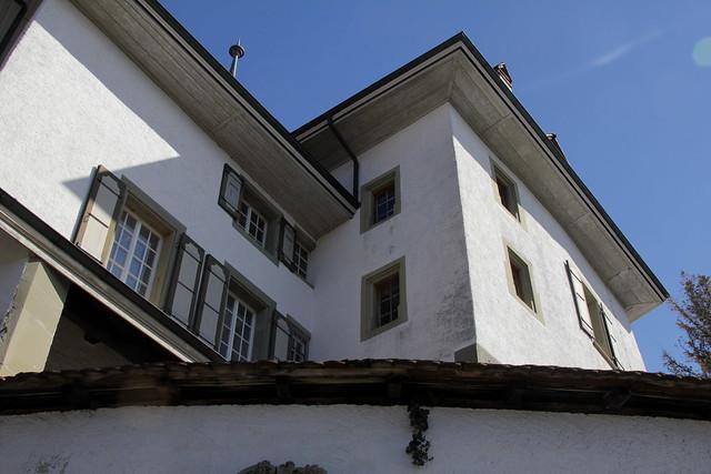 Schloss Münsingen ( Baujahr 16. Jahrhundert - château castle castello ) im Dorf Münsingen im Aaretal im Berner Mittelland im Kanton Bern der Schweiz