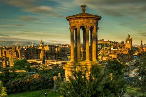 edinburgh scotland unitedkingdom gb dawn light glow gold reflection monument city cityscape