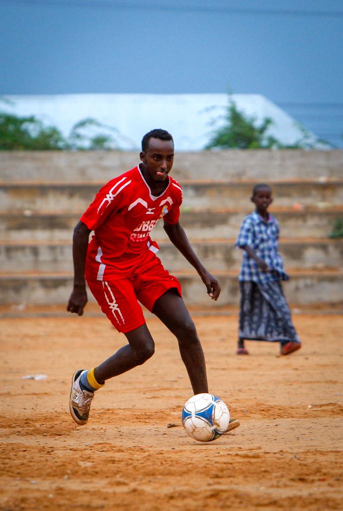 2012_01_14_Football_Training j - A player of Elman FC runs w… - Flickr