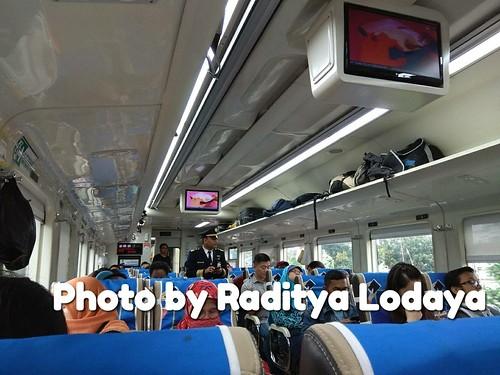 Kereta Api Bisnis (K2) vs Kereta Api Ekonomi Premium (K3 17) (2/2) | by radityabdg0484