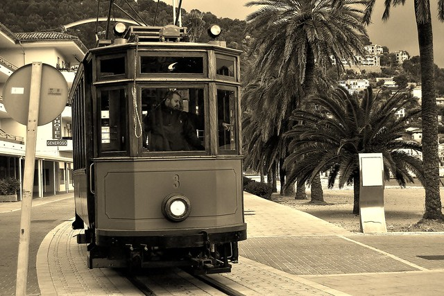 VOCES DEL PASADO EN UN TRANVIA.   Voices from the past on a trolley.
