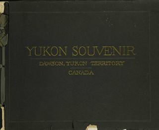 Yukon Souvenir : Dawson, Yukon Territory, Canada / Souvenirs du Yukon : Dawson (Territoire du Yukon), Canada  [traduction libre]