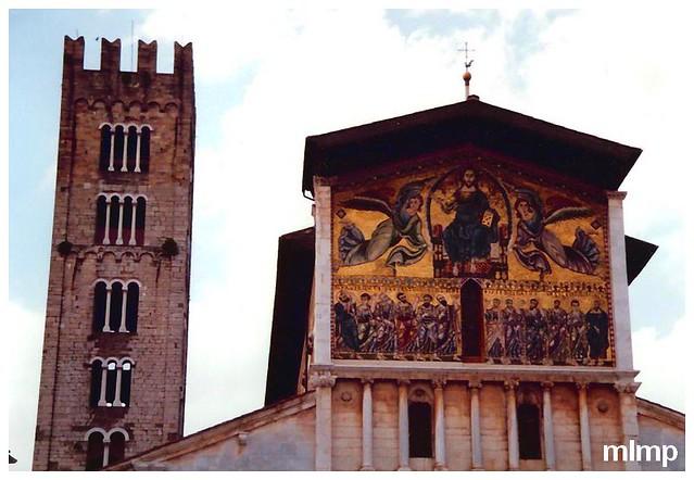 Fronton de l'église San Frediano à Lucques