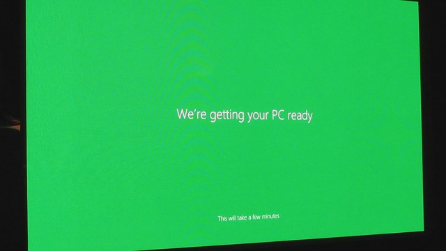 MVI_6838 windows 8 we are getting your pc ready installing apps 35s