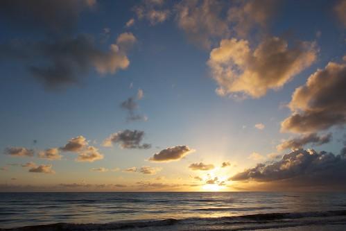 portdouglas sunrise morning clouds queensland holiday dagbo beach touringboy dagboshoots