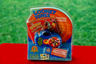1998: LOONEY TUNES CAMERA OUTFIT. Kalimar Inc. Chesterfield, Missouri USA)   by Coleccionando Camaras