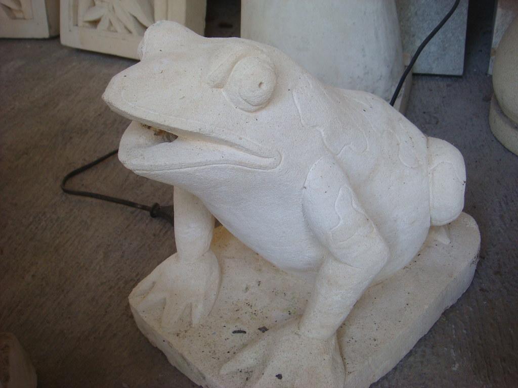 Patung Katak Batu Alam Eko Budhi
